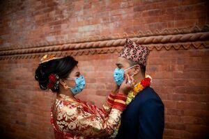 عکس/ برگزاری مراسم عروسی با ماسک