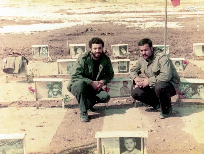 شهید کاوه نبیری(نفر سمت راست)