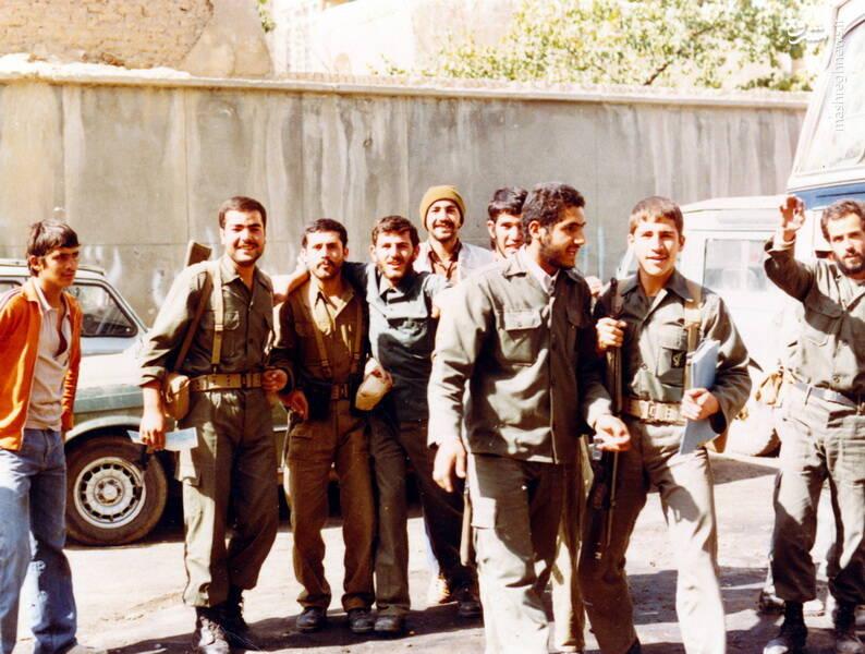 شهید کاوه نبیری(نفر دوم از جپ)