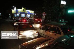 عکس/ شلوغی پمپ بنزینهای تهران بعد از زلزله