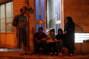 حضور شبانه مردم در خیابان ها پس از زلزله