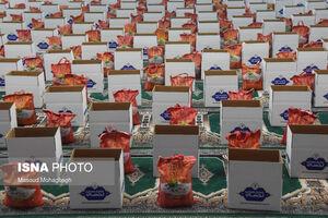 عکس/ توزیع بستههای غذایی برای نیازمندان در سمنان