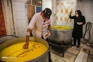 عکس/ پخت ۵ هزار کیلوگرم شله زرد در بجنورد