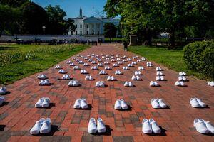 اعتراض متفاوت پرستاران آمریکایی مقابل کاخ سفید
