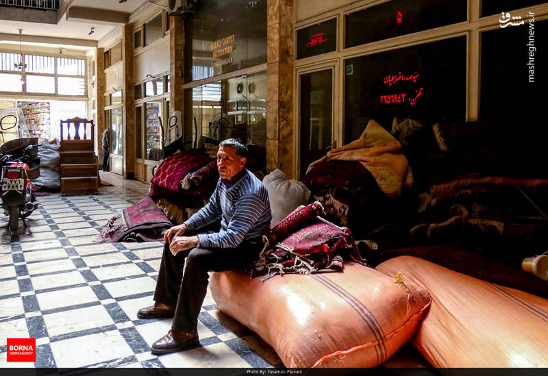 فرش در صد سال اخیر به تنهایی باعث جذب هزاران گردشگر به ایران شده و به وسیله قالی ایرانی خیلی ها در دنیا با فرهنگ و هنر ایرانی آشنا شده اند.