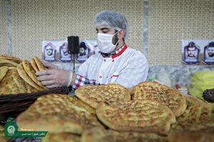 پخت نان صلواتی در مناطق محروم مشهد