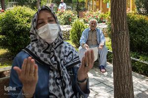 عکس/ محفل انس با قرآن در محوطه بیمارستان