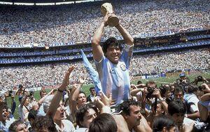 مارادونا پیراهن جام جهانی۸۶ را حراج کرد+عکس