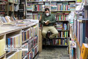 عکس/ کسادی بازار کتابفروشان در روزهای کرونایی