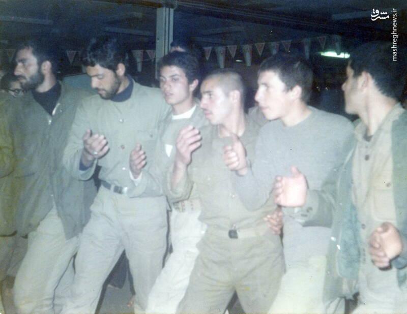 شهید محمدناصر اشتری(ایستاده، نفر دوم از چپ)
