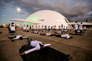 عکس/ اعتراض کادر درمان برزیل به کمبود تجهیزات