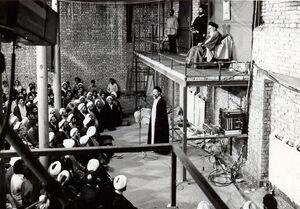 چرا امام خمینی (ره) از قم به جماران رفت؟