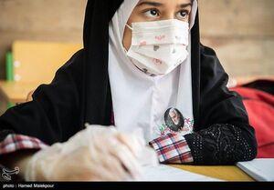 تصویری زیبا از حاج قاسم بر روی لباس یک دانشآموز