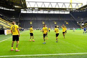 عکس/ خوشحالی بعد از گل بازیکنان دورتموند با رعایت فاصله گذاری اجتماعی!