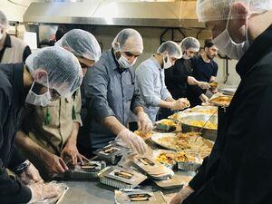 عکس/ پخت و توزیع غذای نذری در مناطق محروم