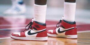 عکس/ کفشهای اسطوره NBA به مبلغ ۵۶۰ هزار دلار به فروش رفت