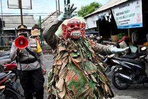 پلیس کرونایی در اندونزی