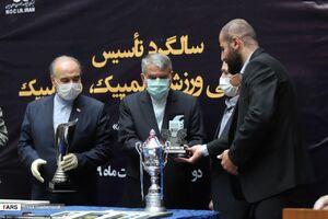 عکس/ اهدای مدال و جام به موزه ورزش
