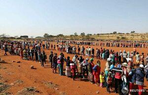 عکس/ صف طولانی کمکهای غذایی در آفریقا