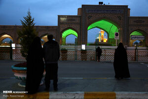 حال و هوای آخرین شبهای ماه رمضان پشت درهای حرم مطهر رضوی