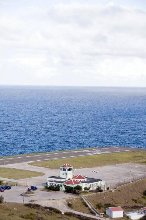 فرودگاههای عجیب و غریبی که از گیر افتادن در آنها لذت میبرید + تصاویر