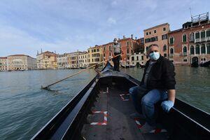عکس/ آغاز مجدد قایق سواری در ونیز