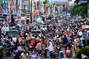 عکس/ شلوغی بازار اندونزی در آستانه عیدفطر