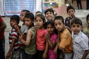 عکس/ صف کودکان اهل ادلب برای اصلاح مو