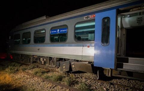 قطار،حادثه،واژگون،احمر