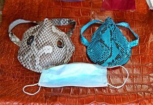 تولید ماسک با پوست مار پیتون