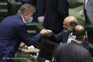 عکس/ مشت زنی رئیس صداوسیما در مجلس