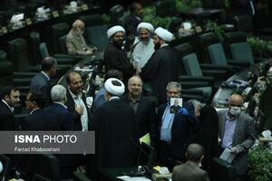 تصویر حاج قاسم در دستان یکی از نمایندگان مجلس