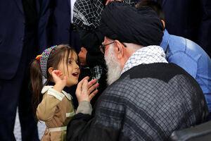 آغوش امنی که از دختر بچههای شهدا گرفتند +عکس