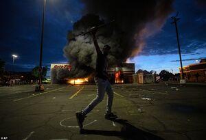 عکس/ درگیری مرگبار پلیس آمریکا با معترضین