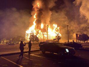 عکس/ شهر مینیاپولیس آمریکا از کنترل پلیس خارج شد