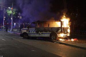 فیلم/ فرار پلیس پورتلند از دست معترضان