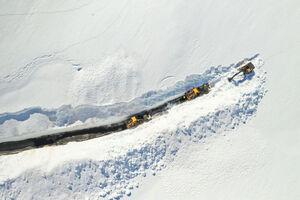 تصویر هوایی جالب از برف روبی در جاده