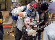 پلیس آمریکا به صورت دختر خردسال هم اسپری فلفل پاشید + فیلم