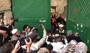 فیلم/ لحظه بازگشایی مسجد الاقصی