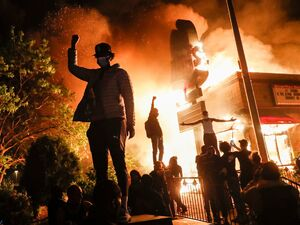 فیلم/ اعتراضات خشونتبار در لس انجلس