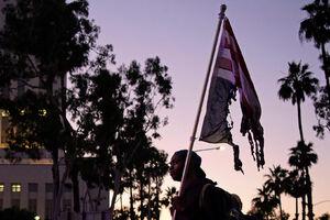 عکس/ آتش زدن پرچم آمریکا اینبار در هیوستون