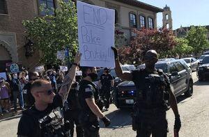 عکس/ نیروهای پلیس به معترضان آمریکایی پیوستند