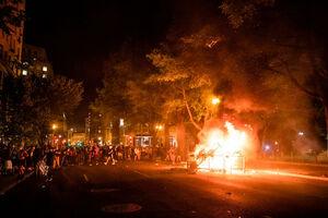 فیلم/ درگیری شدید معترضان و پلیس در شهر بوستون