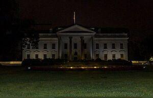 عکس/ چراغهای کاخ سفید خاموش شد
