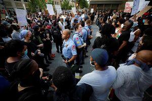 عکس/ پلیس آمریکا محاصره شد