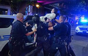 نحوه بازداشت عجیب یک فعال مدنی در آمریکا