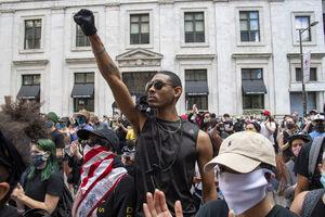 سیل گرسنگان و بیکاران آمریکایی طوفانی تمام عیار به راه خواهد انداخت/ سفیدپوستان نژادپرست برای مقابله با معترضان وارد میشوند +تصاویر