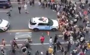 فیلم/ سانسور لحظه زیرگرفتن معترضان توسط پلیس آمریکا