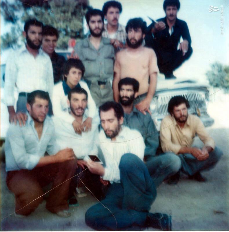 شهید جواد افراسیابی، (نفر با یقه باز)