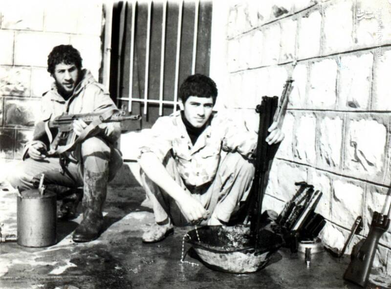 شهید جواد افراسیابی، نفر سمت چپ